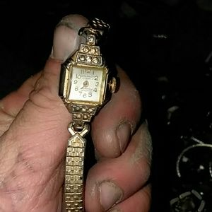 Swiss made 21 jewel leon paradet ladies gold watch